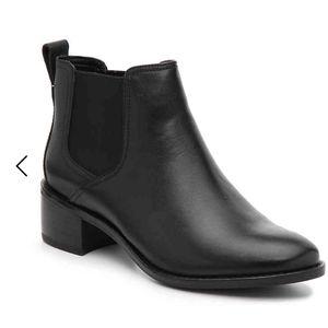 Cole haan corinne chelsea boot size 8